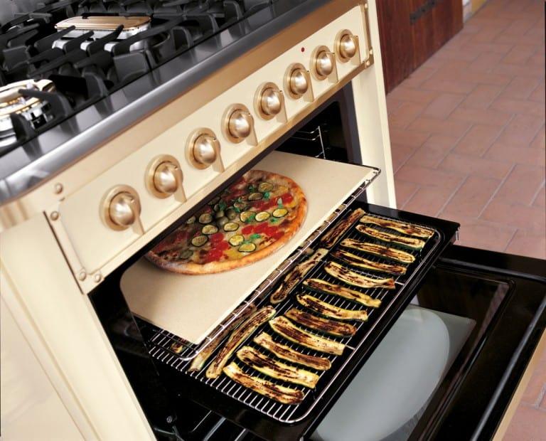 תנור אפיה עם מגש אוכל